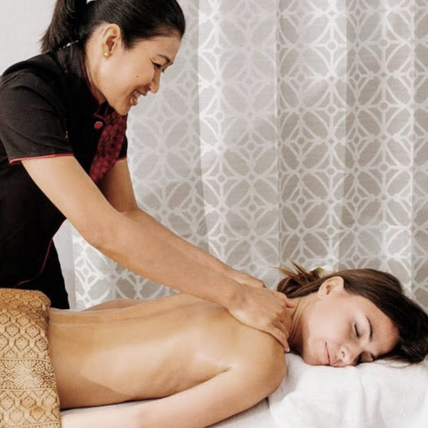 Aromatherapy is applied while doing a gentle massage to the customer